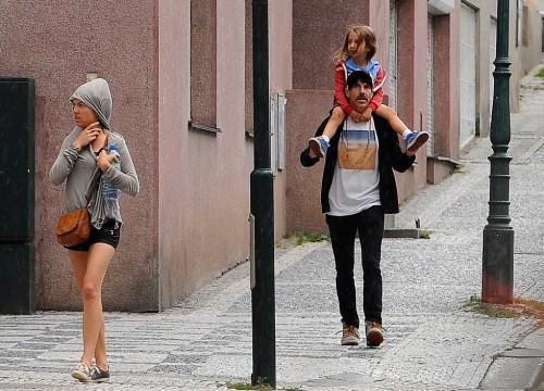 Frontman Red Hotů Kiedis vyrazil před koncertem do pražských ulic