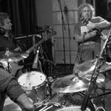 Bubeník Chad Smith v súčasnosti nahráva s kapelou Chickenfoot