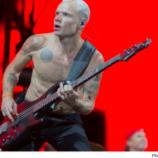 """Flea sľubuje """"supertanečný"""" nový RHCP album"""