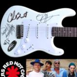 Chcete podpísanú gitaru členmi Red Hot Chili Peppers?