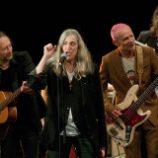 Flea, Thom Yorke a Patti Smith navštívili Paríž