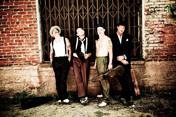 red-hot-chili-peppers-ellen-von-unwerth-im-with-you-photo-shoot-promotional-photo-002