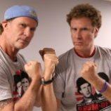 Bubeník Chad Smith a herec Will Ferrell usporiadajú benefičnú šou