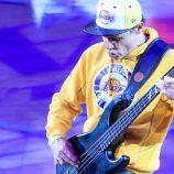 Flea je kritizovaný za národnú hymnu