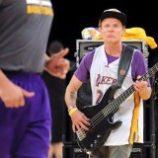 Flea zahral národnú hymnu!