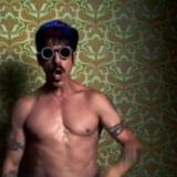 Red Hot Chili Peppers oficiálne zverejnili videoklip Dark Necessities!