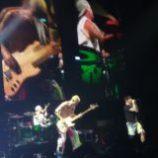 Toto sú naše videá z koncertu Chili Peppers v Prahe!